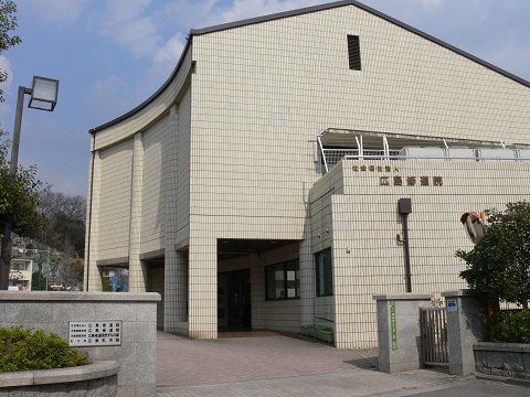 小泉産業が中国5県の児童養護施設にデスク・コタツを寄贈