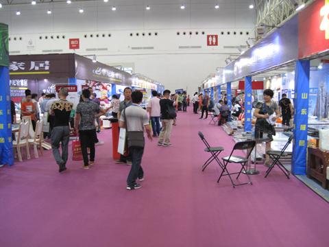 武漢国際家具展覧会を視察